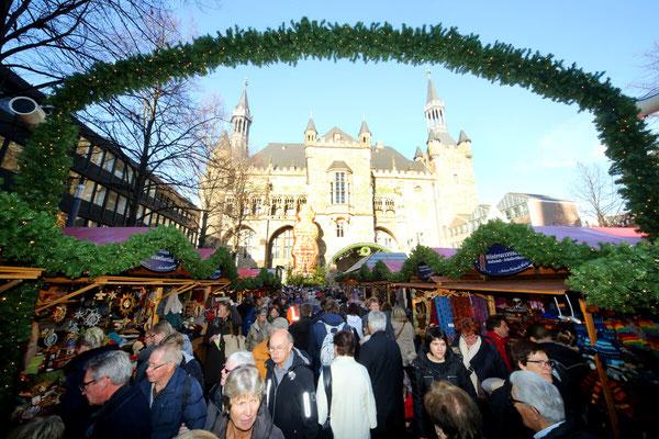 Aachen Christmas market, weihnachtsmarkt - Copyright Aachen Tourism