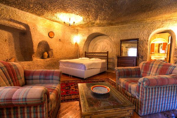 Cappadocia cave hotel copyright evantravels / Shutterstock