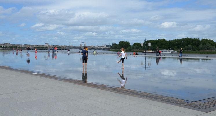 Miroir-d'eau-Bordeaux © EBD