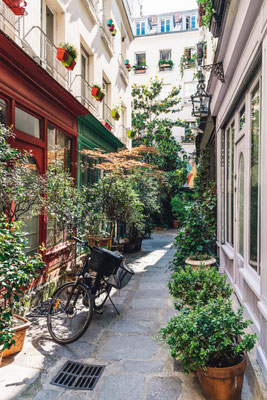 Paris Cozy Street copyright Catarina Belova