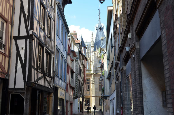 Narrow streets in the city center of Rouen, France - Copyright Rouen - Normandie Tourisme & Congrès