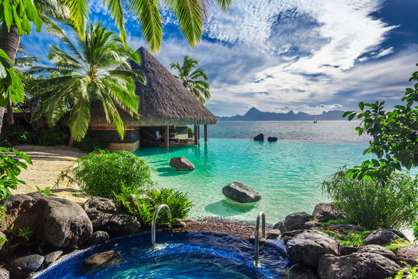 Tahiti resort copyright Botond Horvath