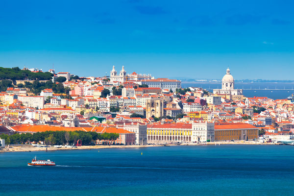 Lisbon Skyline as seen from Almada (Portugal) Copyright  INTERPIXELS