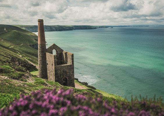 Cornwalls sea copyright darren_lewis
