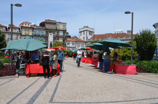 Porto Belo Market every Saturday in the Carlos Alberto Square © European Best Destinations