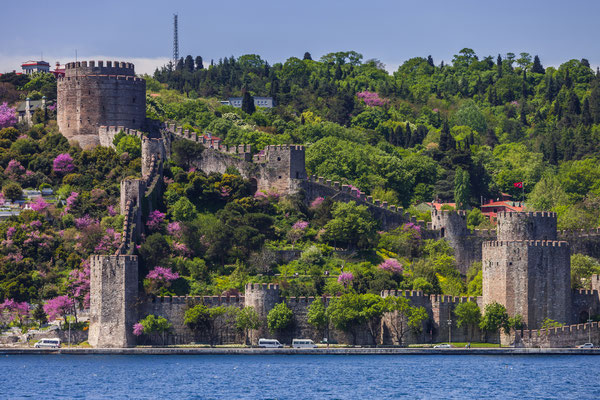 Rumelian Castle along the Bosphorus in istanbul - Copyright CREATISTA