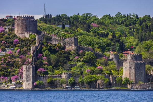 Rumelian Castle along the Bosphorus in istanbul - Copyright CREATISTA