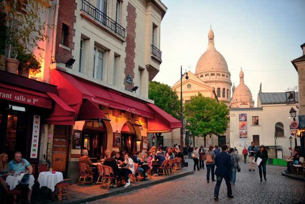 Paris Montmartre restaurants copyright Songquan Deng