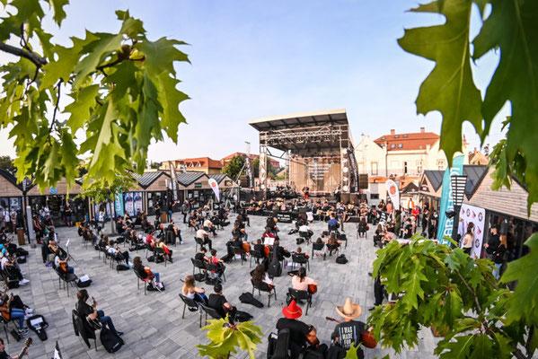Sibiu European Best Destinations - Pune mana pe chitara (c) dragos dumitru