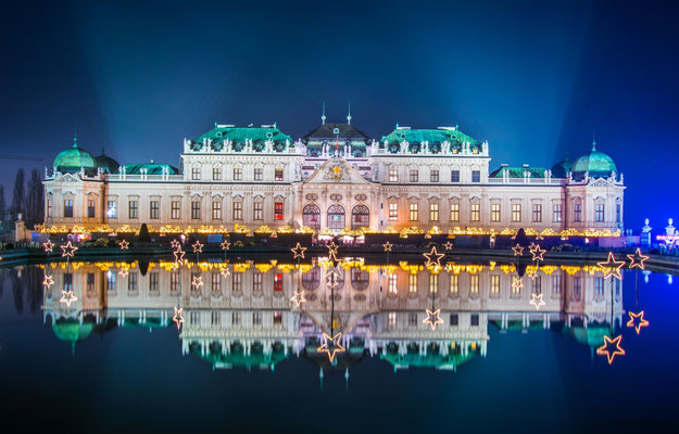 Night view of the Belvedere Palace Museum in Vienna during Christmas time - By trabantos