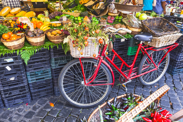 Fruit market in Campo di Fiori, Rome - Copyright leoks