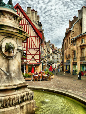 Dijon gallery - St Michel - Copyright  L.