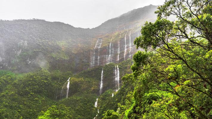 Waterfalls Tahiti copyright Tibor Scholz