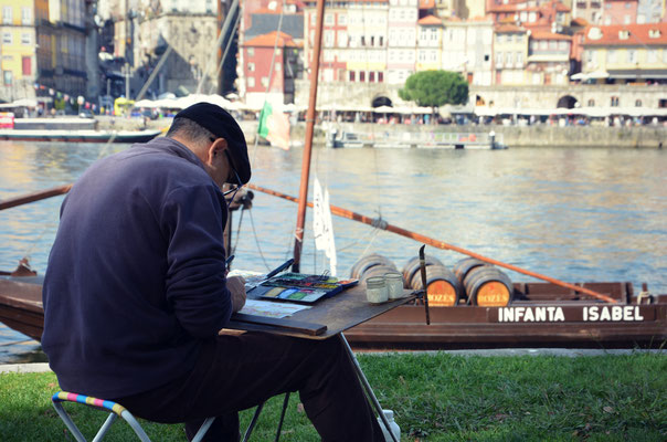 An artist on the banks of Gaia, Portugal © European Best Destinations