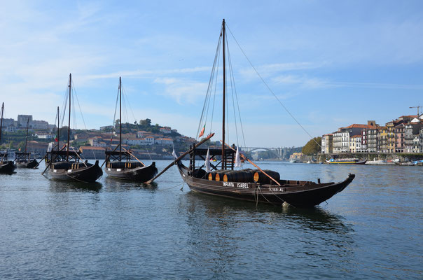 Traditionnal boats in Cais de Gaia, Porto, Portugal © European Best Destinations