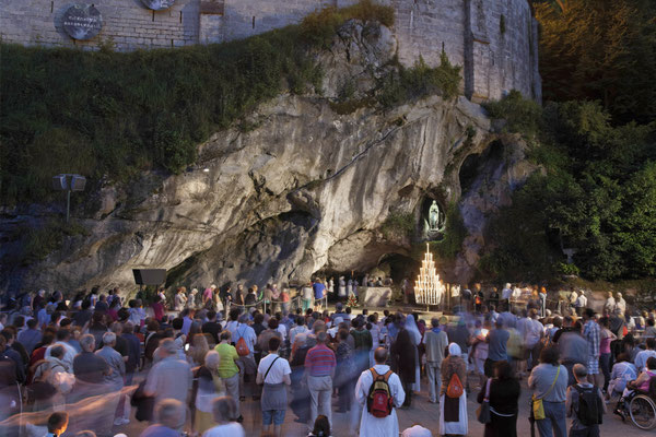 Lourdes la grotte des apparitions - Copyright Office du tourisme de Lourdes 2