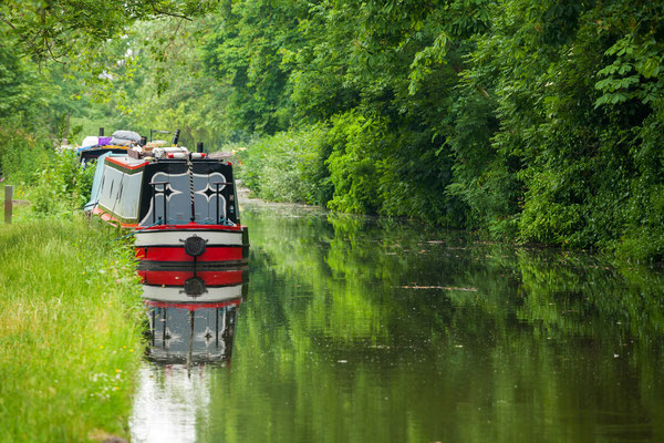 Boat on the old canal in Oxford. England, UK Copyright Andrei Nekrassov