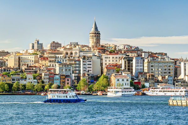 Cityscape with Galata Tower over the Golden Horn in Istanbul, Turkey - Viacheslav Lopatin