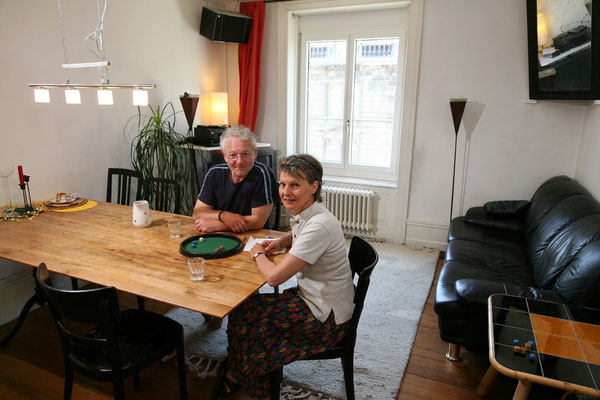 Iris Bischel und Axel Knoll, Soziokulturelle Animatorin und Chefredaktor, Zürich, seit 1984. | Iris Bischel ifjúsági szabadidő-szervező és Axel Knoll főszerkesztő, Zürich, 1984-óta.