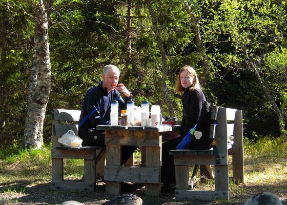 Frühstück auf dem Camping