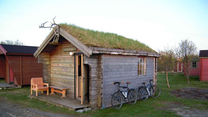 Das erste Haus auf dem Camping in Bodö.
