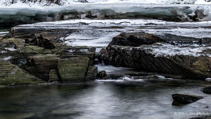 der Fluss mit den grossen Eisschollen