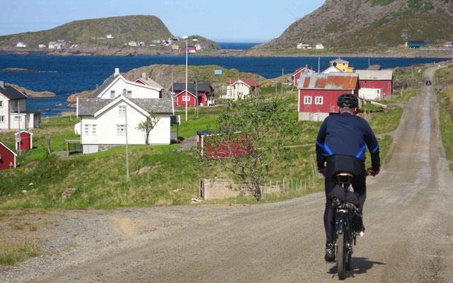 hinunter zum Fjord