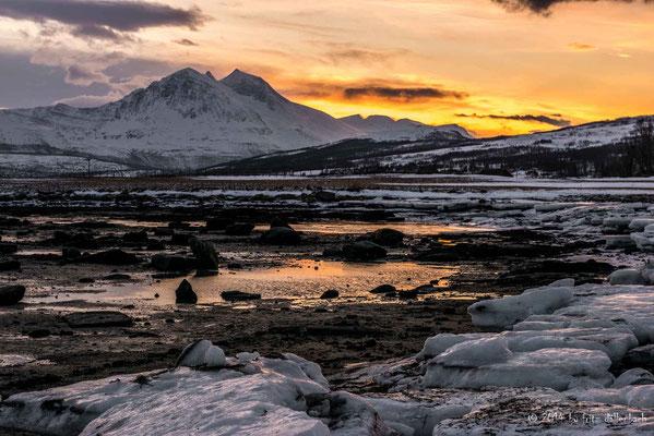 dramatischer Sonnenuntergang am Fjord