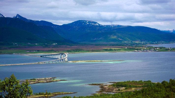 Eine Brücke gebaut für die Hurtigruten
