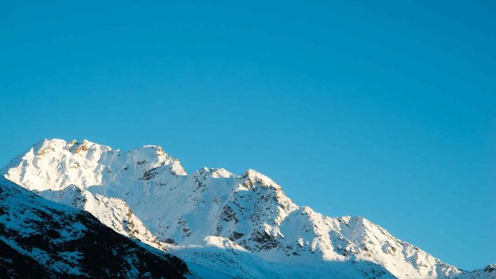 Verschneite Bergspitzen