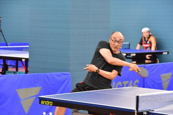 卓球コラムニストの伊藤条太氏も選手として参戦。10位入賞の健闘を見せた。