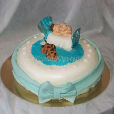 Торт на первый день рождения, внутри клубника со сливками
