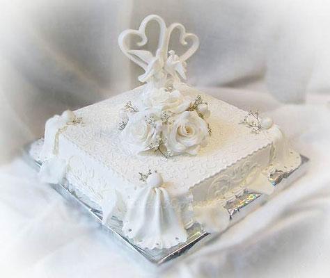 "Свадебный торт, вес 3 кг, внутри ""семифреддо с персиками"""