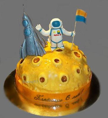 Торт с космонавтом, ракетой, на Луне