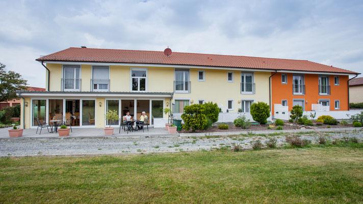Terrasse und Garten des Appartementhauses Weinbau Böcher in Abtswind