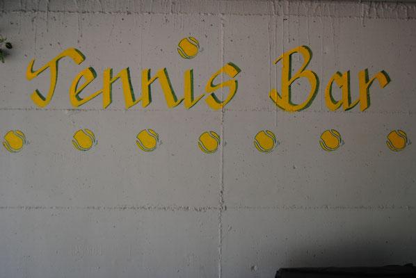 neue Tennis Bar unter dem Clubhaus