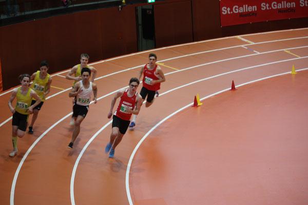 Dennis beim 800m Lauf