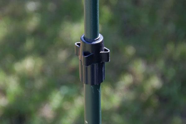 Gestell aus Teleskopstangen für den Tarnschirm