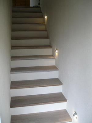 Betonierte Treppe belegt mit Eichenstufen