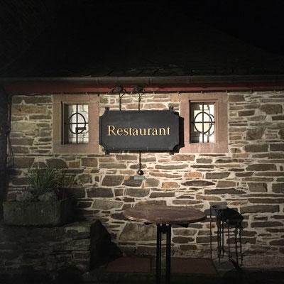Bild: Restaurant in der Burg Schnellenberg