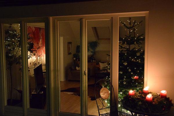 Bild: Weihnachten Zimmer Tannenbaum