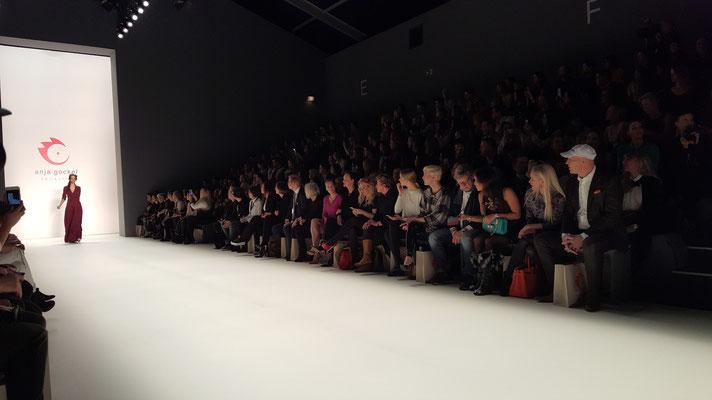 Bild: Die Fashionshow von Anja Gockel aus der Frontrow