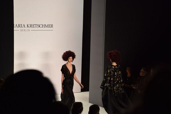 Schwarzes Abendkleid von Guido Maria Kretschmer auf der Fashion Week Berlin