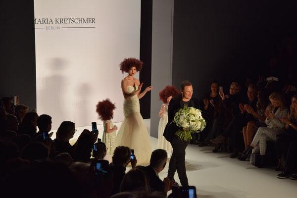 Guido Maria Kretschmer und Hochzeitskleid auf der Fashion Week Berlin