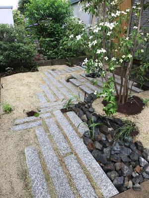 起伏を設けることで、お庭に立体感が生まれます