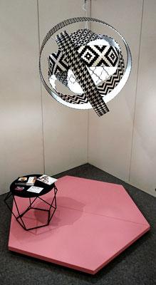 Création d'une lampe suspendu exposé au salon résonance