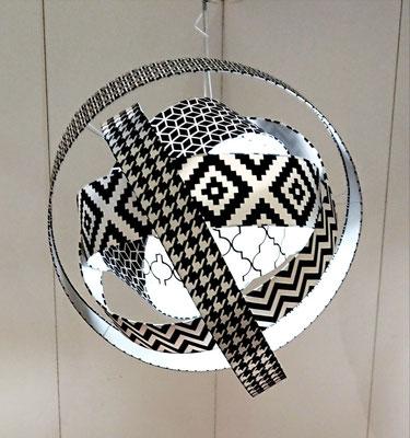 Création d'une lampe suspendu exposé au salon résonance.