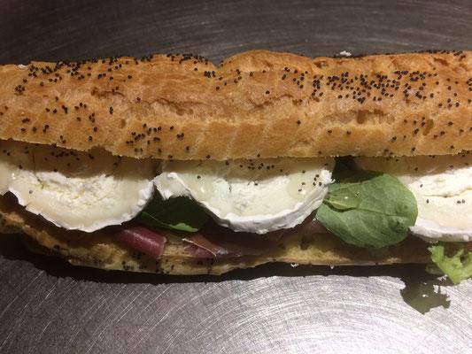 Eclairs chèvre miel Saint Moret jambon de la boulangerie pâtisserie PREISLER à Courcelles-Chaussy