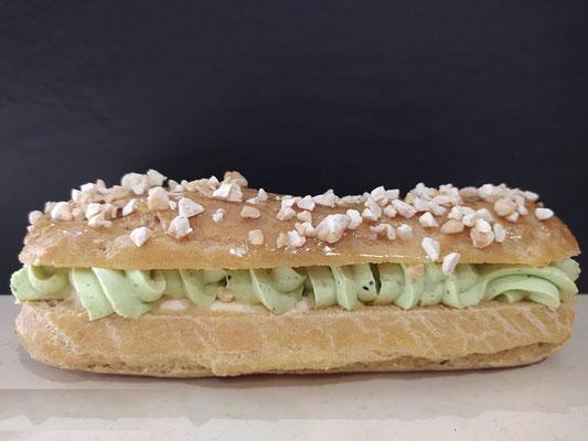 Eclairs Pistache Abricots de la boulangerie pâtisserie PREISLER à Courcelles-Chaussy