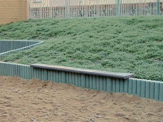Bordsteine als Sitzbrett aus Recycling Kunststoff